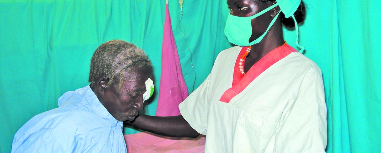 Soudan Monts Nouba aveugles cataracte Dr Adima Williams 08-2018_DSC04127 (améliorée)